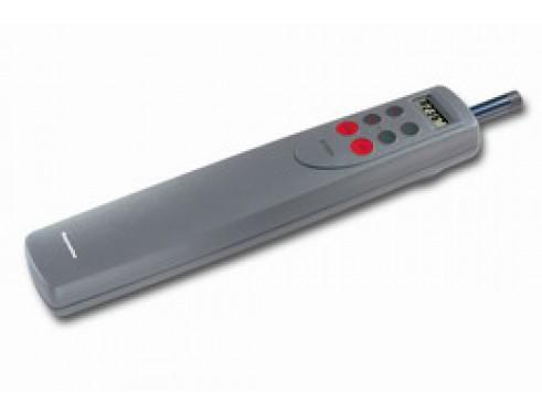 A12004 Piloto de caña ST1000 Plus. Piloto automático de caña para barcos hasta 3000 Kg de desplazamiento. Control con 6 pulsadores y display retroiluminado con información de rumbo y BRG, DST y XTE (Vía SeaTalk). Vista en perspectiva lateral
