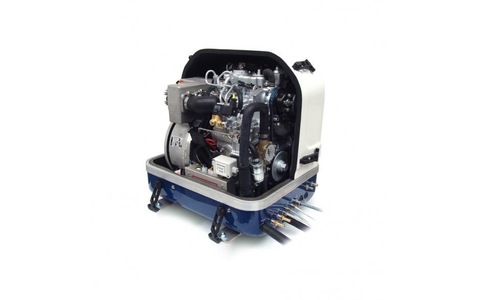 03.05.01.020P Generador Panda 8000i - Hasta 6,4 kW . Vista del frontal con la tapa levantada