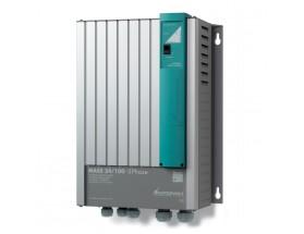 40031006 Cargador Mass 24/100 (3F), con 1 Salida de 15 Amp para baterías de servicios y otra salida de 3 Amp para carga de baterías de motor, vista en perspectiva lateral del frontal