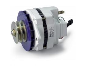 48224110 Alternador MV 24/110, Equipo de generación eléctrica que proporciona energía extra a la generada por el alternador principal del vehículo para cargar las baterías de servicio. Vista en perspectiva lateral