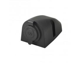 AS241P Toma de mechero CurvMount para montaje en superficie. Las tomas CurvMount están fabricadas con plástico estabilizado a UV con tomas estancas y tapas protectoras para el conector, haciéndolos perfectos para yates y autocaravanas.