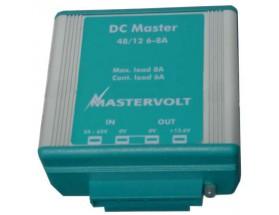 81400600 Convertidor DC Master  48/12-6A. Mediante el uso de este convertidor, podrá asegurarse de que todos sus equipos de a bordo disponen de un suministro de energía estable y además con el voltaje correcto. Vista en perspectiva lateral del frontal